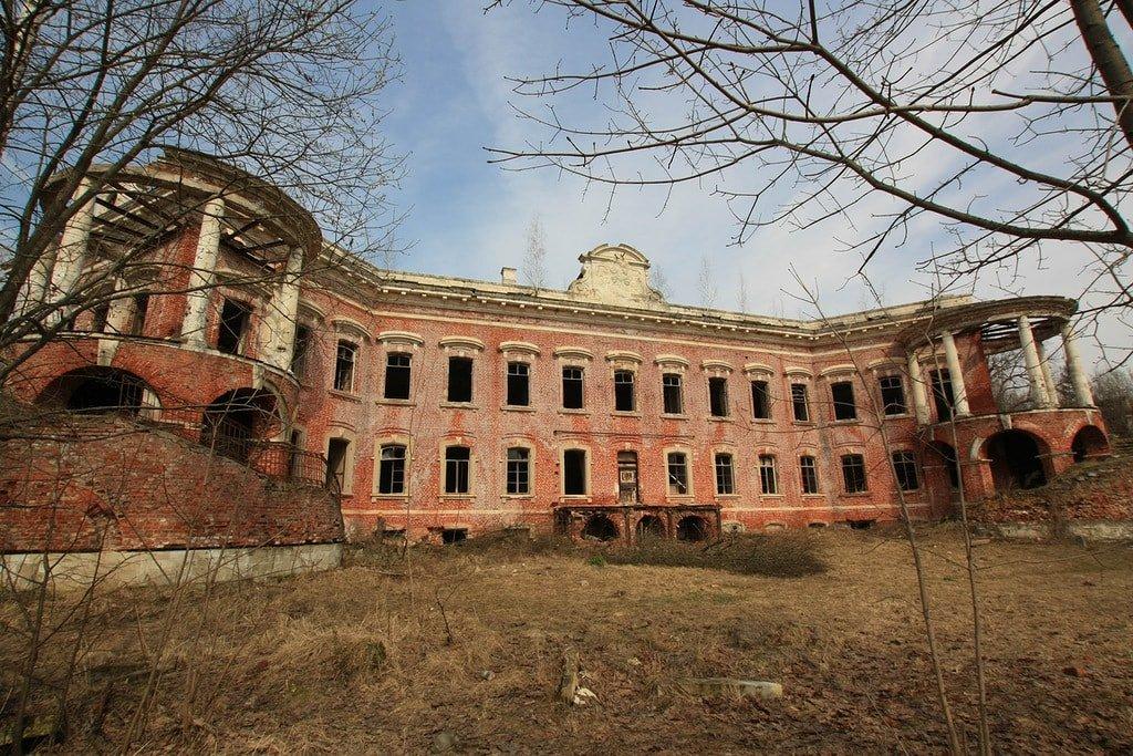 Заброшенная усадьба Семеновское-Отрада