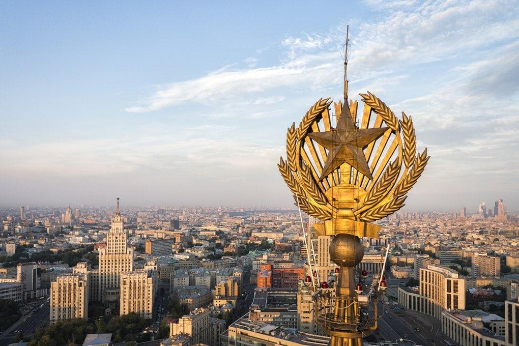 Звезда на гостинице Ленинградская