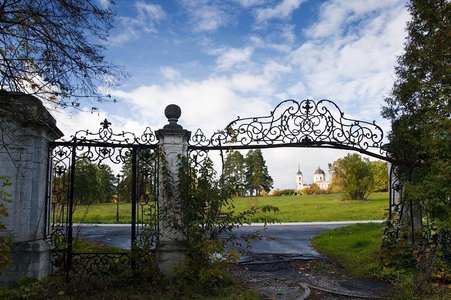 Бывшие въездные ворота в усадьбу
