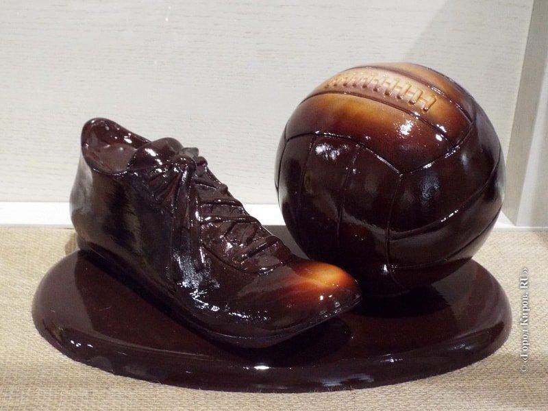 """Скульптура """"Бутса и мяч"""""""