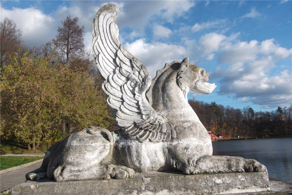 Скульптура грифона