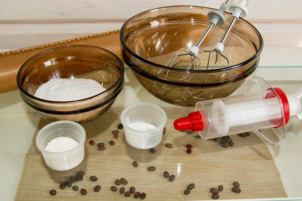 Ингредиенты и инструменты для безе