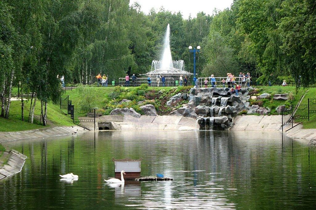Парки Москвы – 20 лучших парков столицы, где погулять в Москве a61df193d19