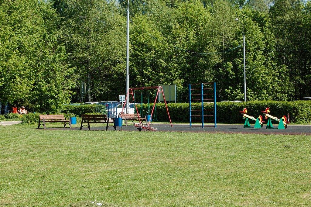 Школьное озеро детская площадка