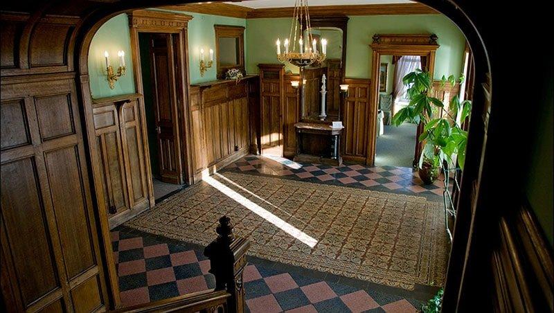 Вестибюль главного дома