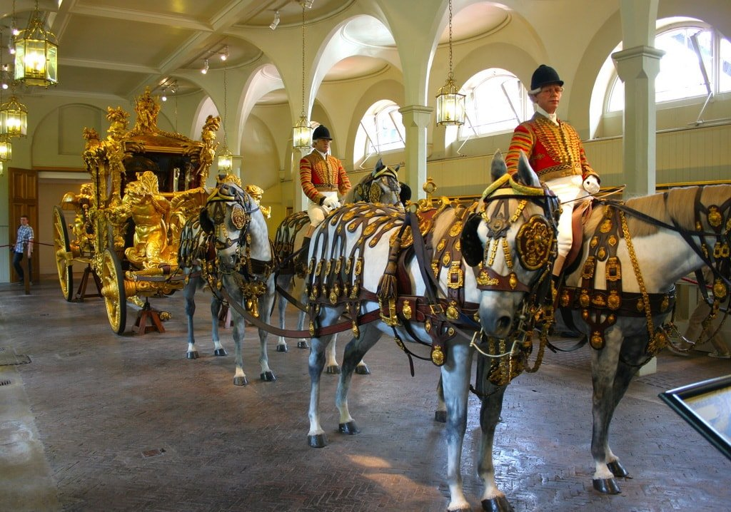 Королевские конюшни Букингемского дворца