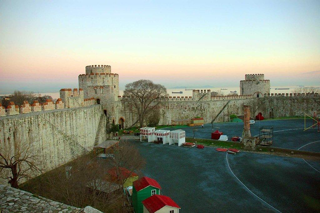 Замок Едикуле