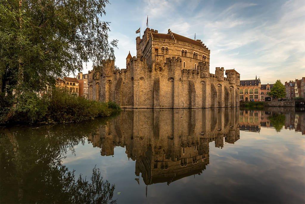 Замок Графов