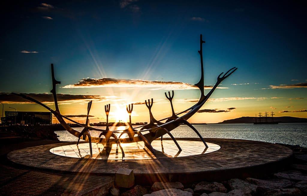 Скульптура «Солнечный путешественник»