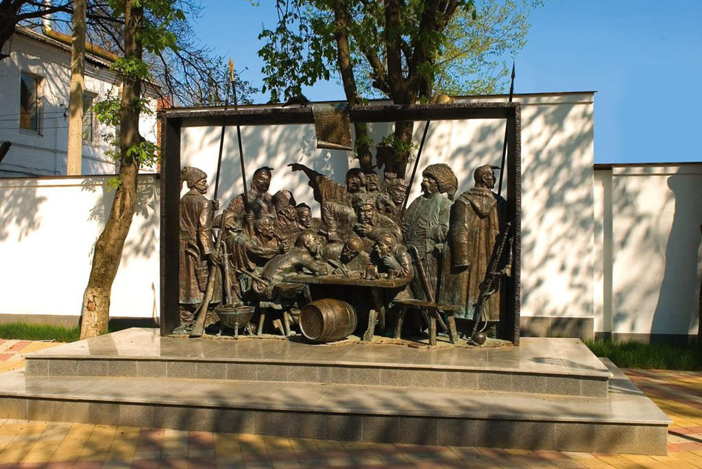 Скульптура «Запорожцы пишут письмо турецкому султану»
