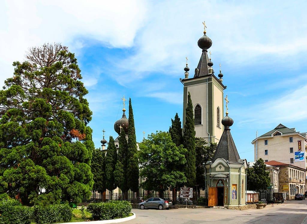 Церковь всех Крымских святых и Феодора Стратилата
