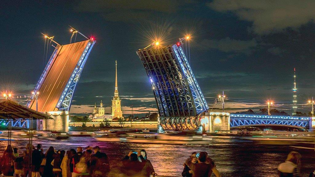 Прогулка на теплоходе по Санкт-Петербургу через разводные мосты
